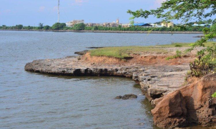Pantai Karang Hitam