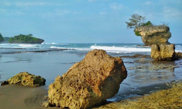 Sekilas Tentang Pantai Madasari