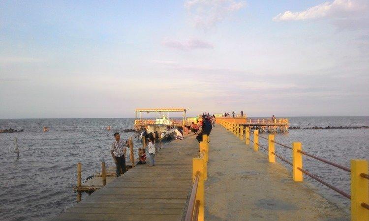 Pesona Pantai Tirtamaya yang Populer