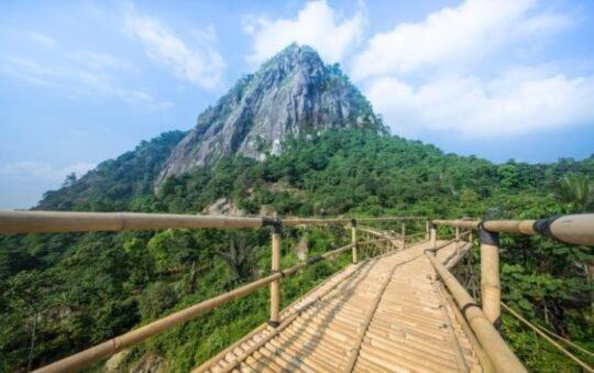Sasak Panyawangan, Menikmati Panoram Alam Purwakarta di Atas Jembatan Bambu